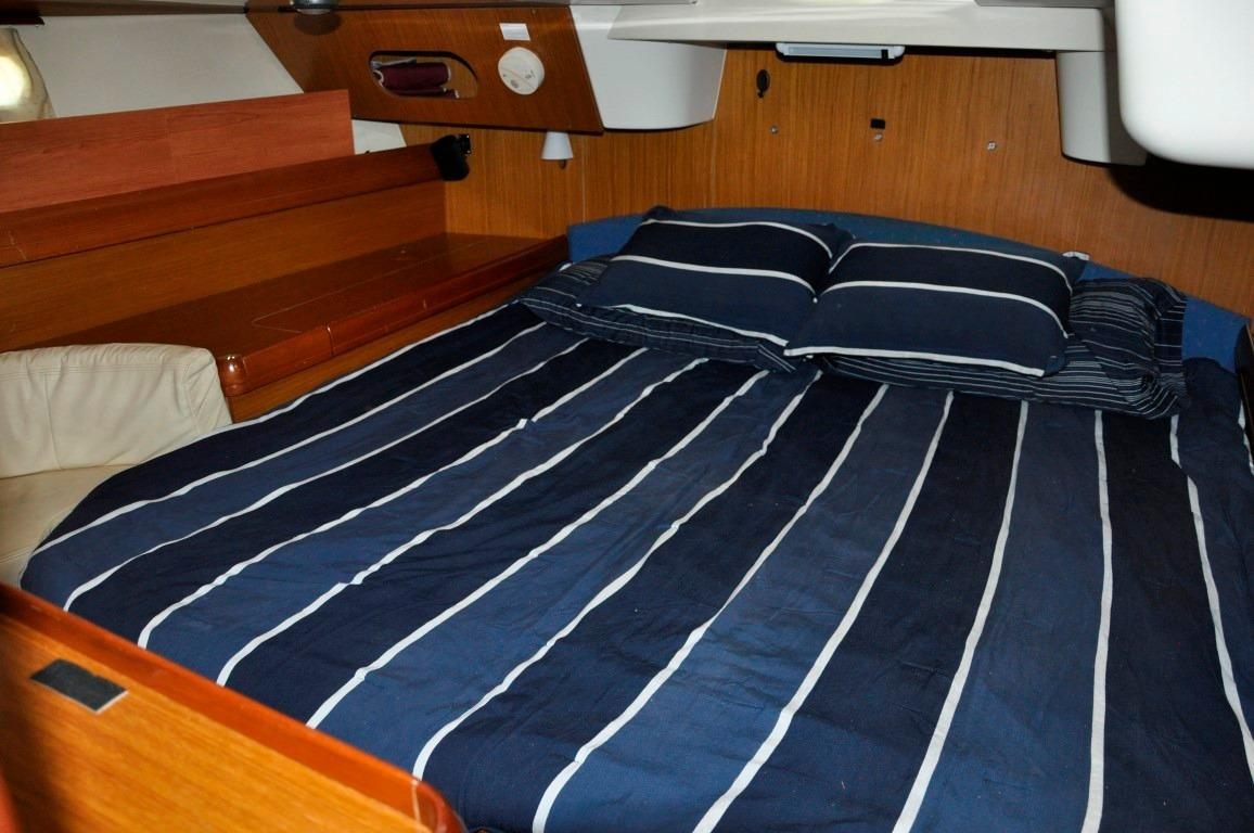 42' Jeanneau DS42+Aft Head