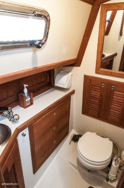 Pacific Seacraft 31 Head Compartment
