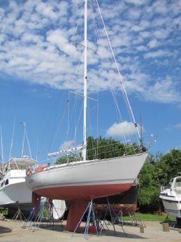 1990 C&C Yachts 37R