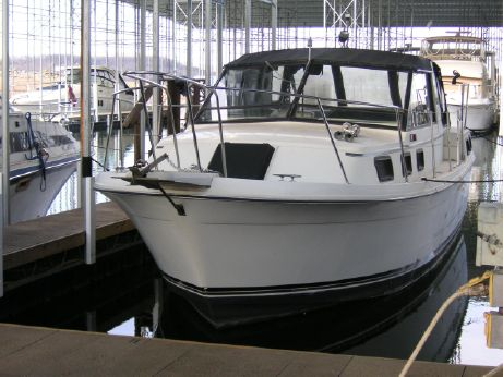 1985 Carver Yachts Riviera Aft Cabin 2807