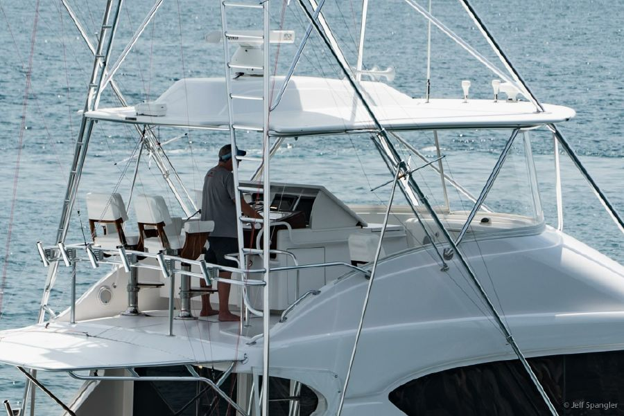 Hatteras 60 Convertible Flybridge Helm