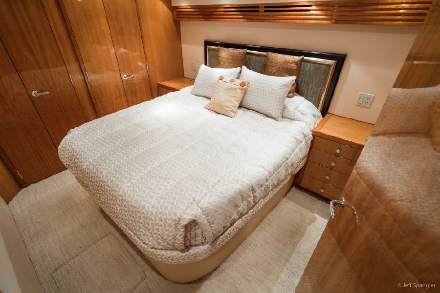 Hatteras 60 Convertible Master Stateroom