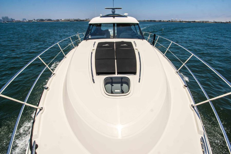 Sea Ray 470 Sundancer Yacht Bow