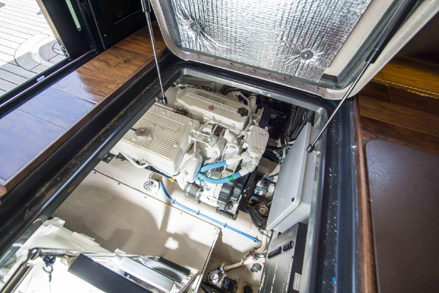 Sea Ray 470 Sundancer Yacht Engine Room