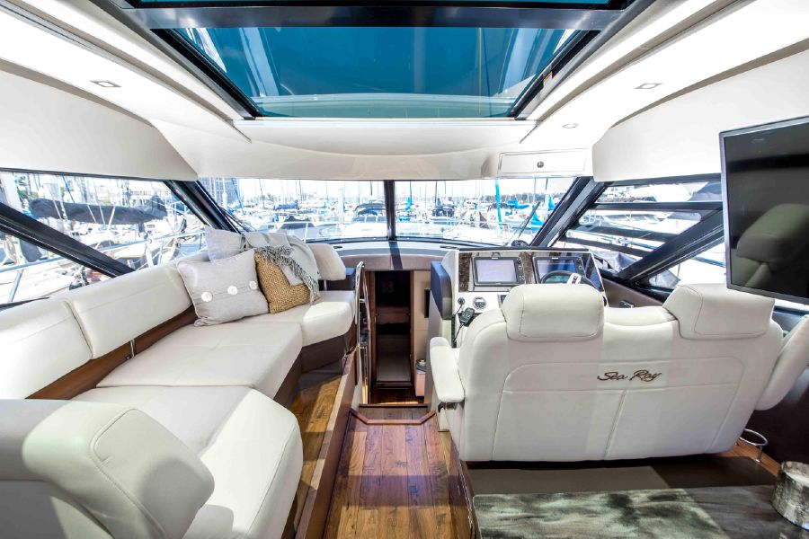 Sea Ray 470 Sundancer Interior
