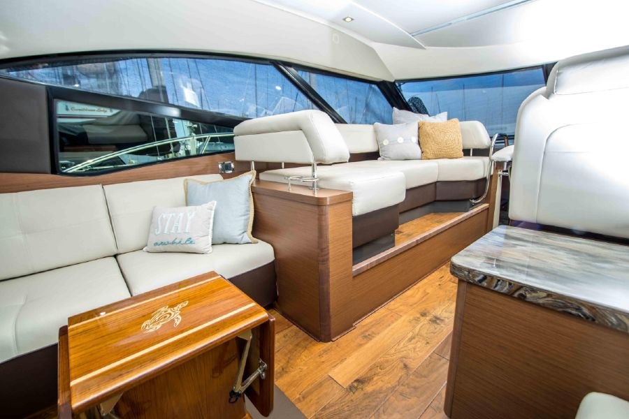 Sea Ray 470 Sundancer Salon Interior