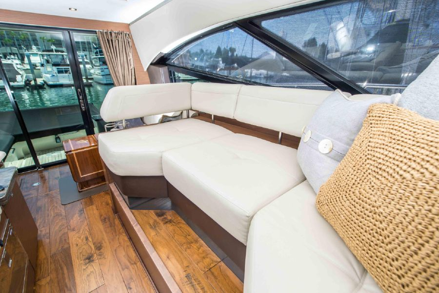 Sea Ray 470 Sundancer Interior Salon