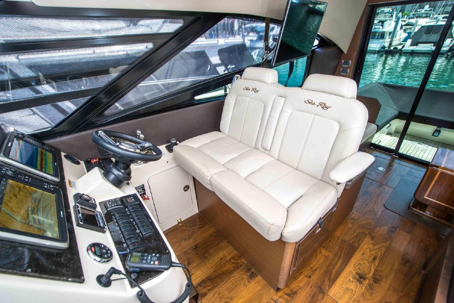 Sea Ray 470 Sundancer Helm Chair