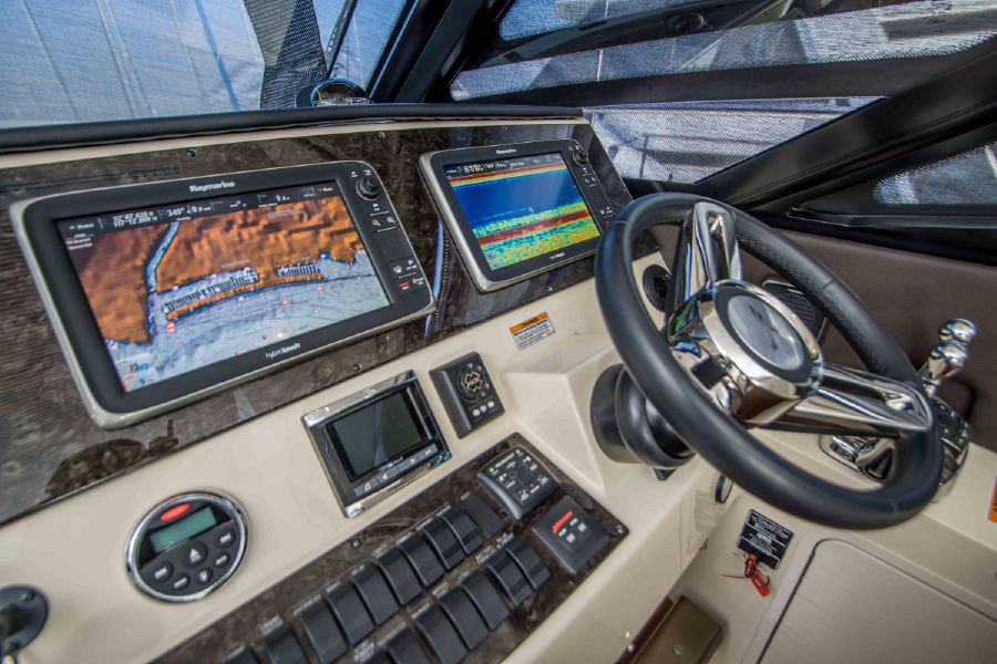 Sea Ray 470 Sundancer Helm Electronics