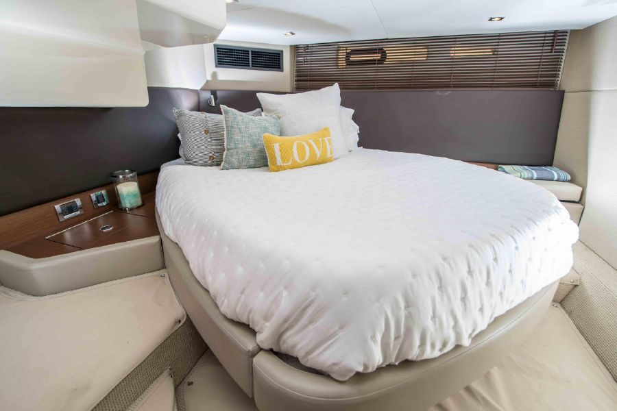 Sea Ray 470 Sundancer Aft Cabin