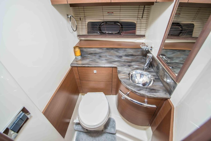 Sea Ray 470 Sundancer Yacht Head