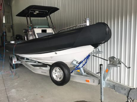 2011 Protector 28 Center Console