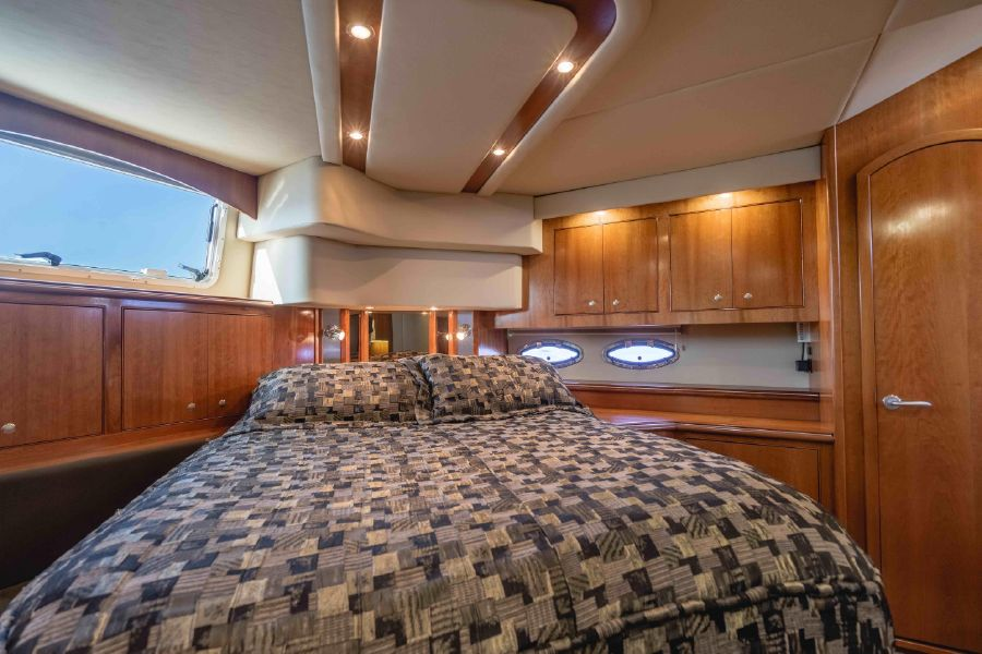 Cruisers Yachts 455 Express Master Cabin