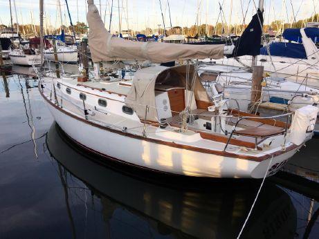 1982 Cape Dory 33