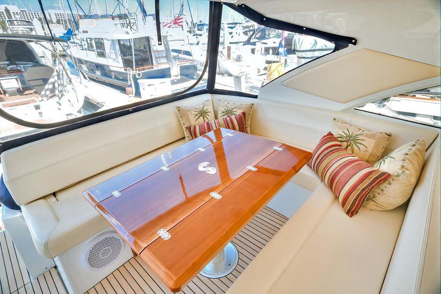 Beneteau Powerboats GT44 Cockpit Dinette