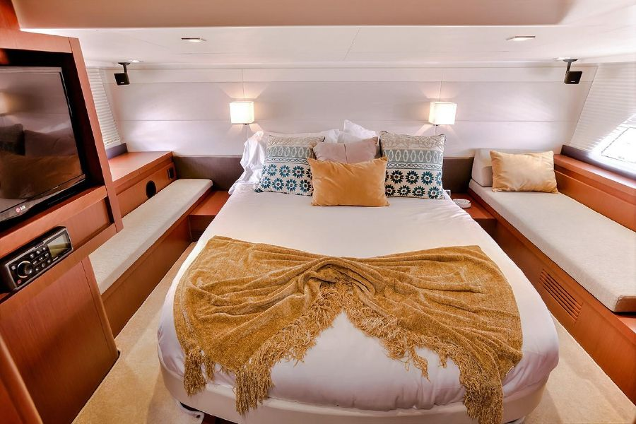 Beneteau Powerboats GT44 Master Stateroom
