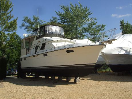 1989 Carver Motor Yacht with 370hp Cummins