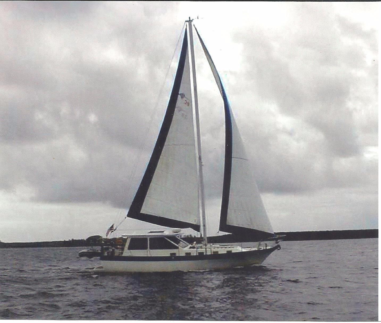 39' Lancer Yachts Motorsailor Pilothouse+Photo 8