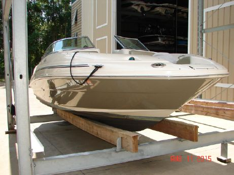 2005 Sea Ray 220 Sundeck