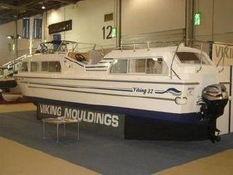 2020 Viking 32cc Highline Canal Cruiser
