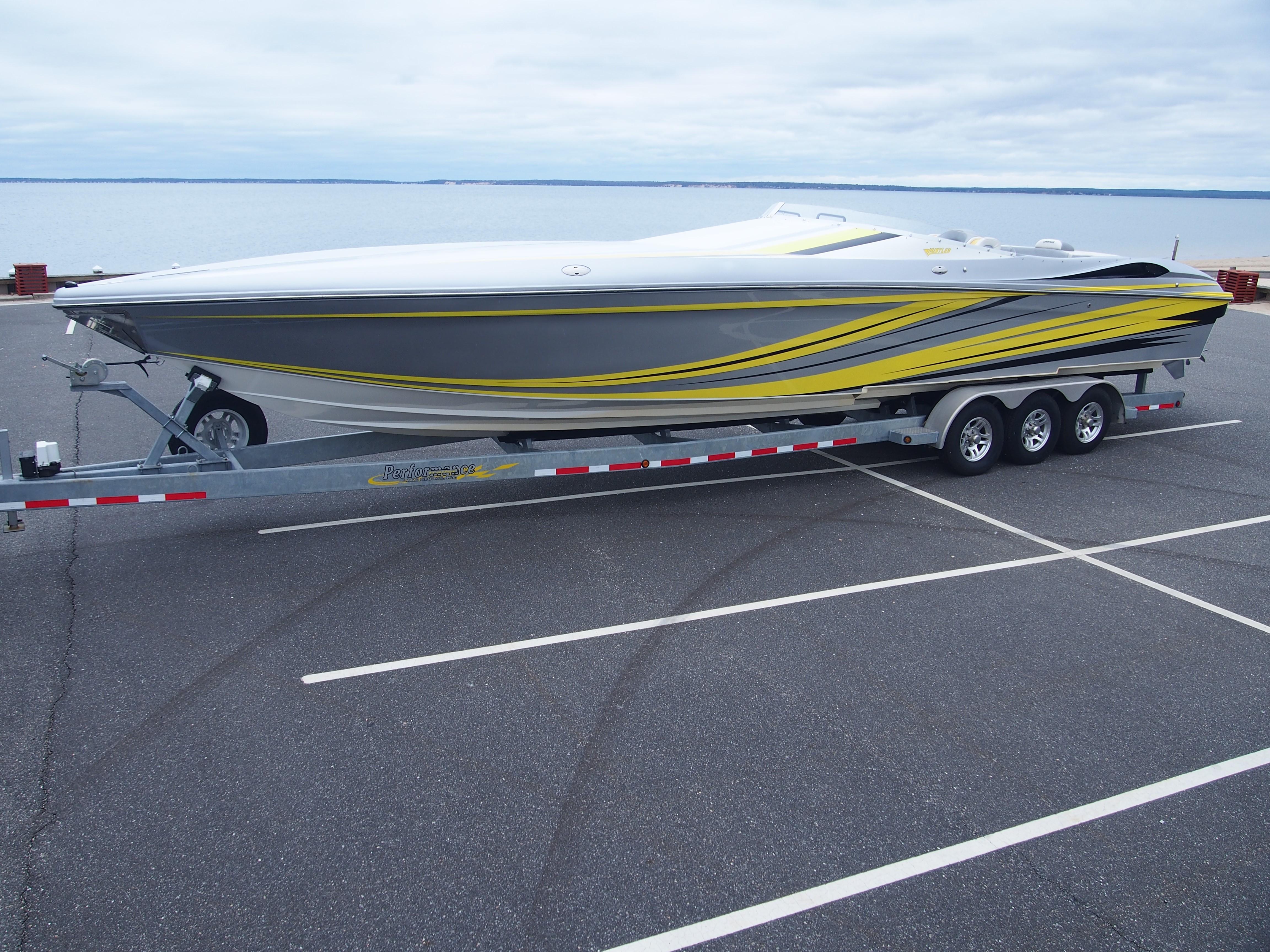 Idea Hustler 377 powerboat for sale