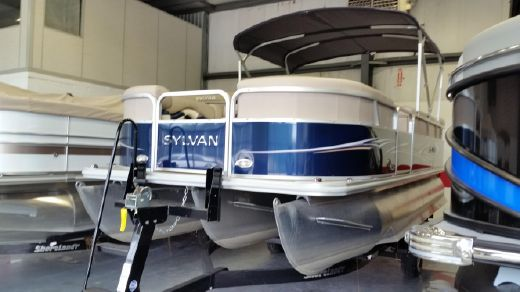 2013 Sylvan 8520 Mirage Cruise