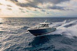 2020 Ocean Alexander 45 Divergence - Diving