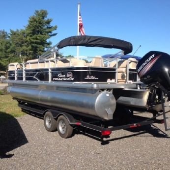 2017 Suntracker party barge 22