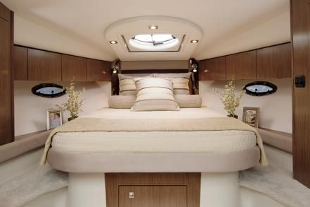 photo of Cruisers Yachts 350 Express