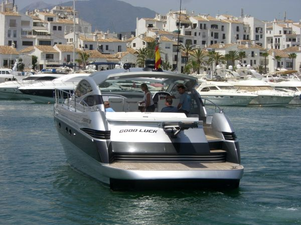 Pershing 50 Silver edition from 2007 equipped with 2x800 MAN and shafts.