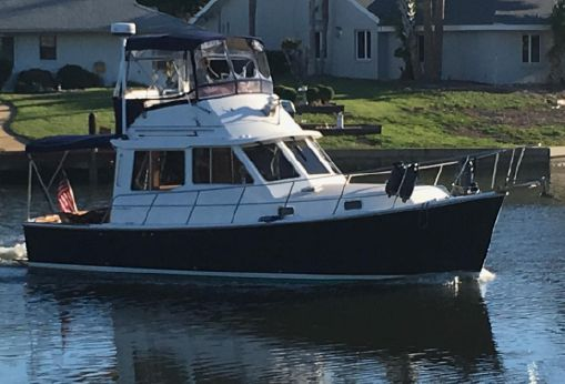 1990 Cape Dory 33 Flybridge