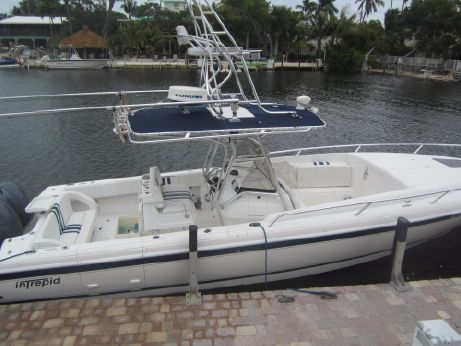 2006 Intrepid 327 Trailer Included