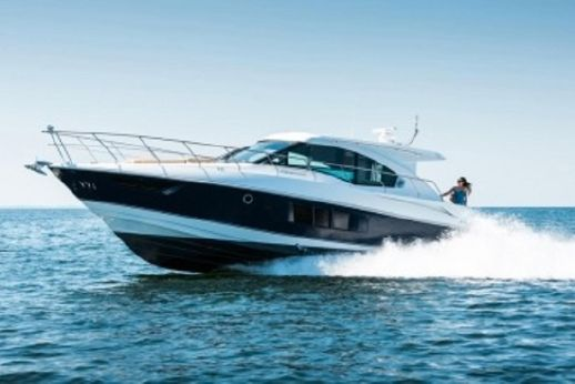 2013 Cruisers Yachts 45 Cantius 100hrs PERFECT