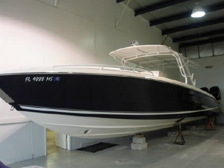 2005 Midnight Express 39 Cuddy Cabin