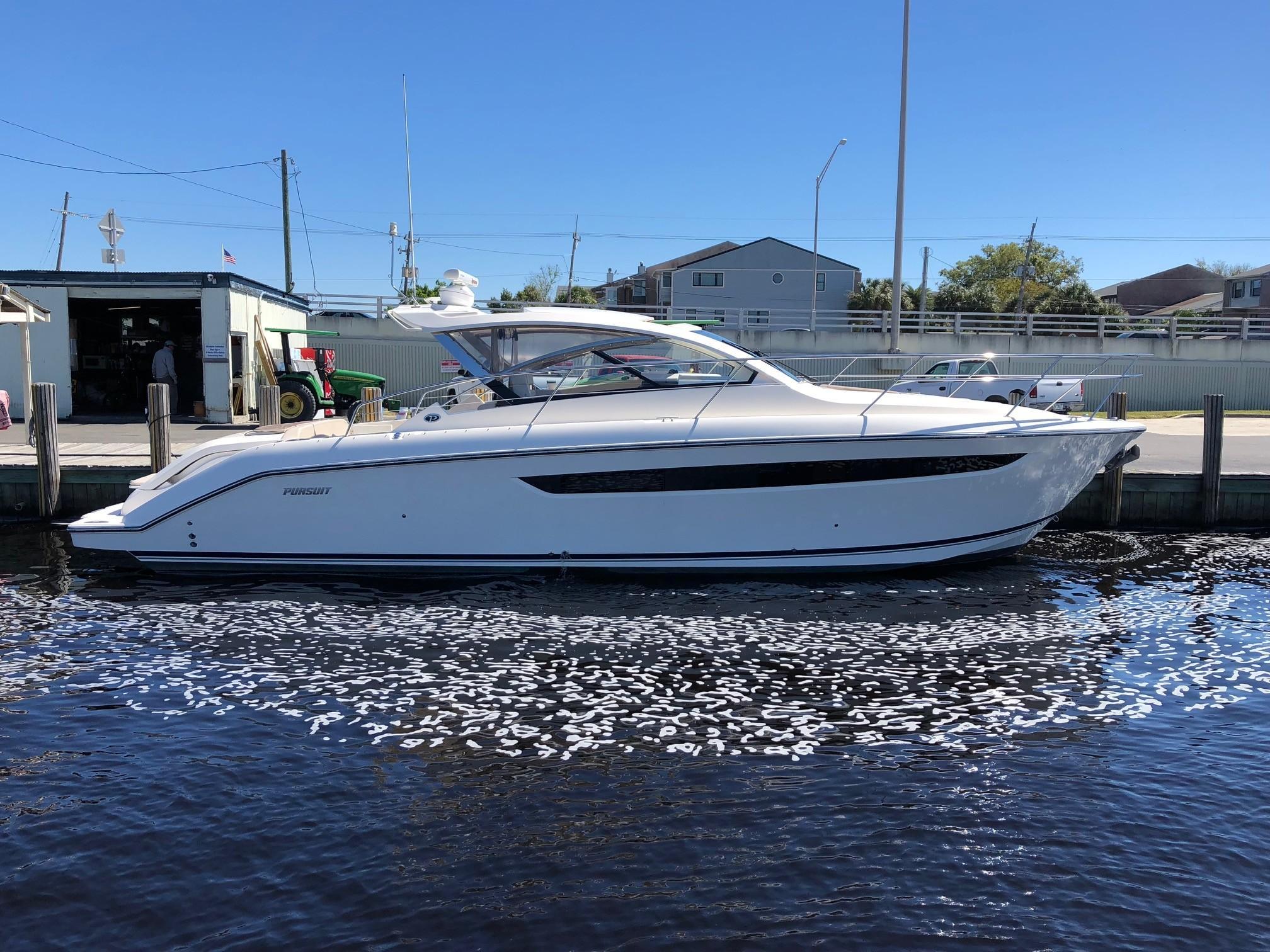 2014 Pursuit Sc 365i Sport Coupe Power Boat For Sale Www Yachtworld Com