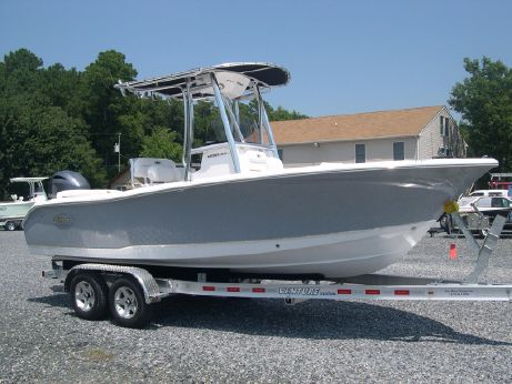 2018 Sea Hunt 211 Ultra