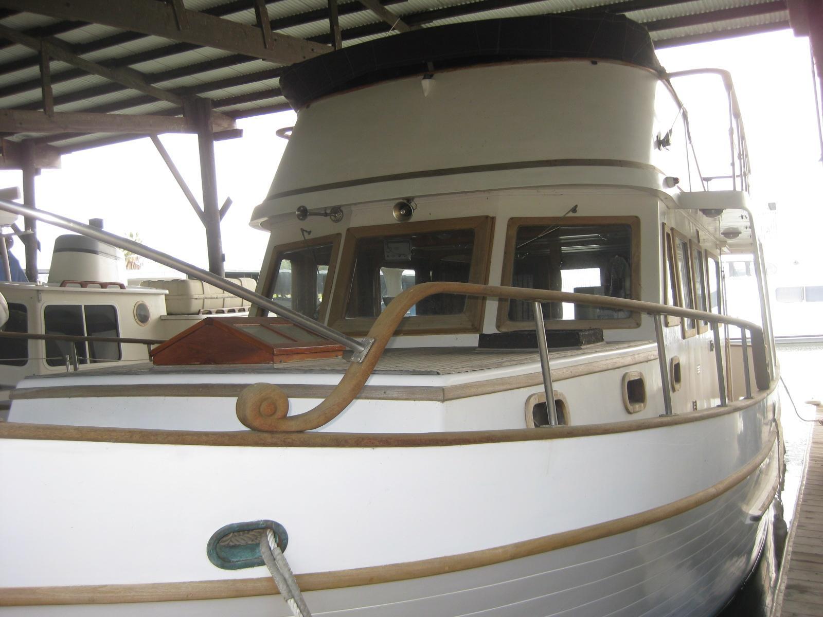37 ft 1977 c   l marine sedan
