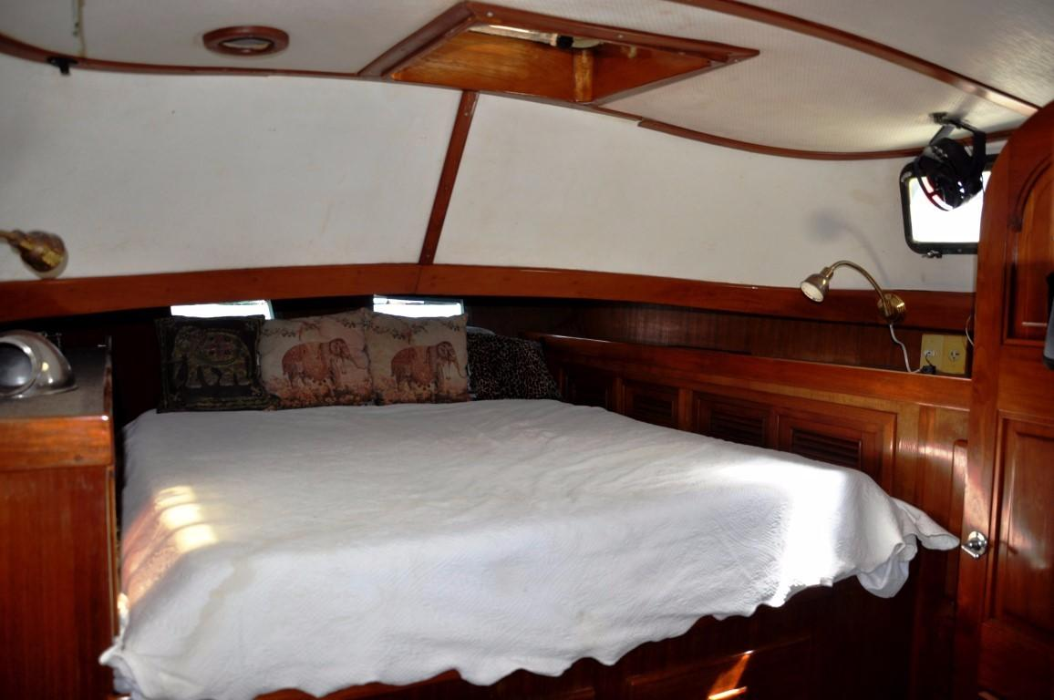 47' Perry Ketch+Aft Head with shower