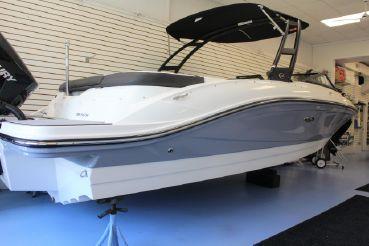 2019 Sea Ray 210 SPX