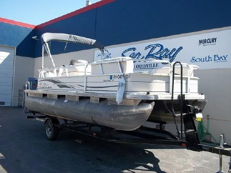 2005 Suntracker Party barge