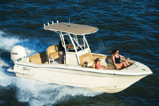 2018 Scout Boats 215 XSF