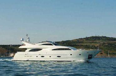 1999 Ferretti Yachts 94