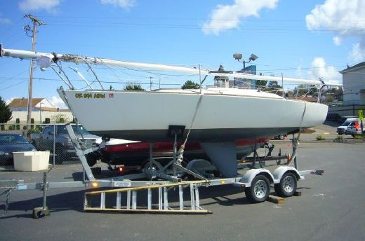 1981 J Boats Racing Sloop w/ Trailer