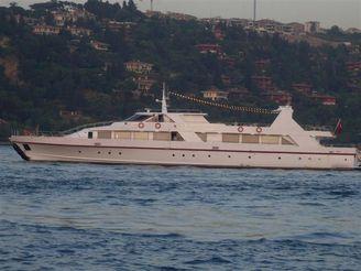 2010 45 M Restaurant Boat