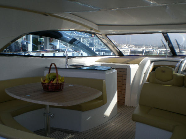 Sessa 52 from 2006 in good condition and well equipped.