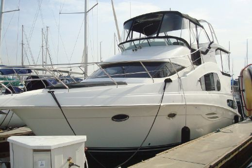 2005 39 Silverton Motor Yacht