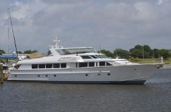 1994 Hatteras RAISED PILOTHOUSE...300 ENGINE HOURS SINCE NEW IN 2010