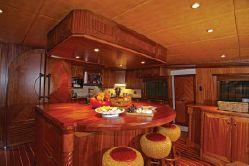 115' TRINITY Motor Yacht