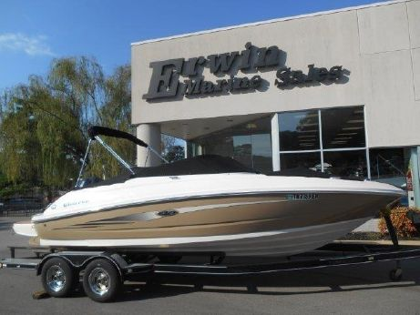 2014 Sea Ray 220 Sundeck Outboard