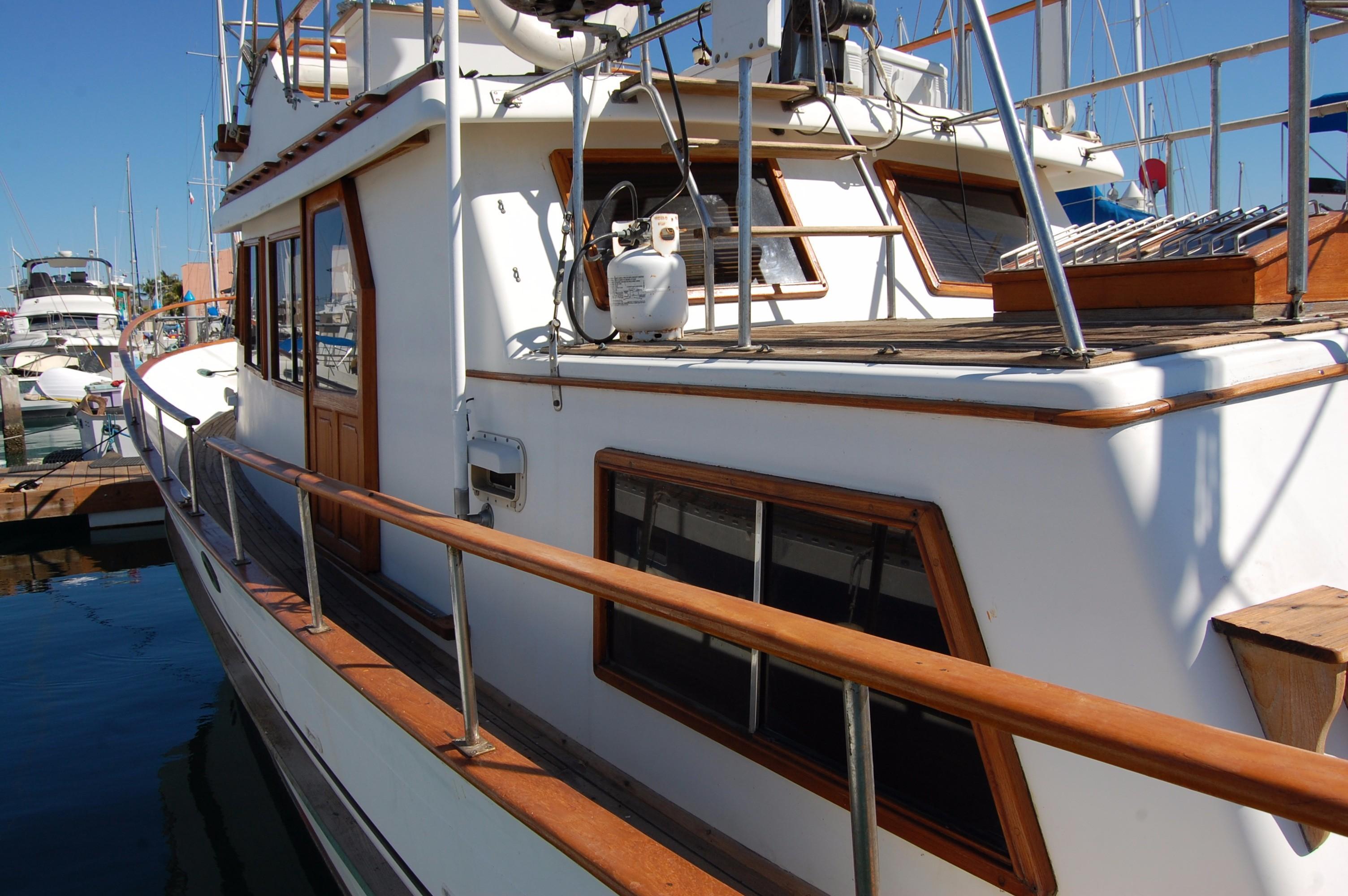 40' Hershine Trawler+Photo 11